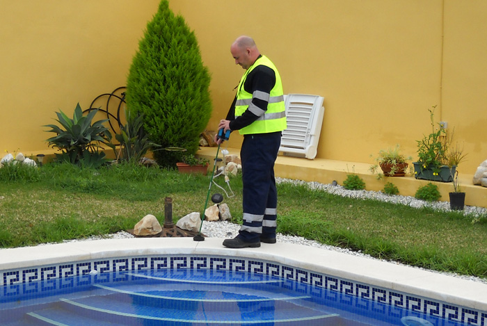 Fugas de agua en piscinas localizacion y reparaci n del circuito y red de tuberias en piscinas - Deteccion de fugas de agua en piscinas ...